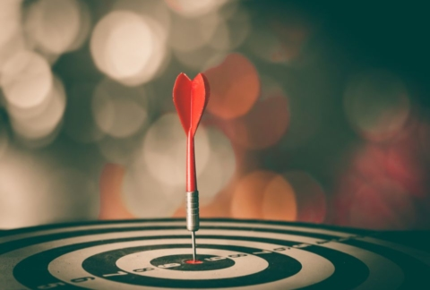 Dart and bulls eye representing SEO and PPC effectiveness.